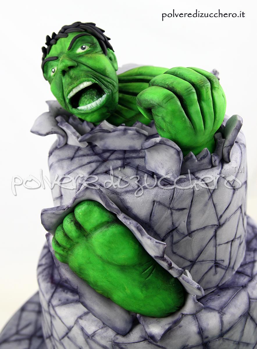 torta decorata hulk incredibile hulk pugno piedi cake design pasta di zucchero polvere di zucchero