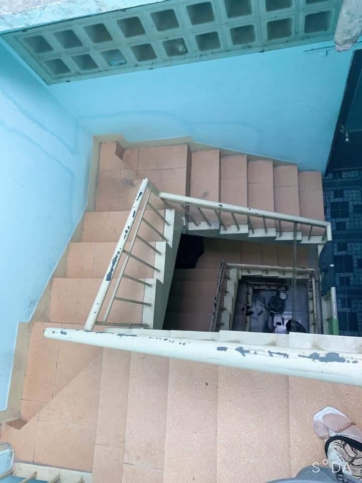 Bán nhà mặt tiền đường Đặng Chất Quận 8. Dt 3,5x15m trệt 2 lầu sân thượng