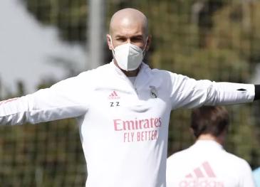 Prestes a enfrentar o Liverpool Zidane