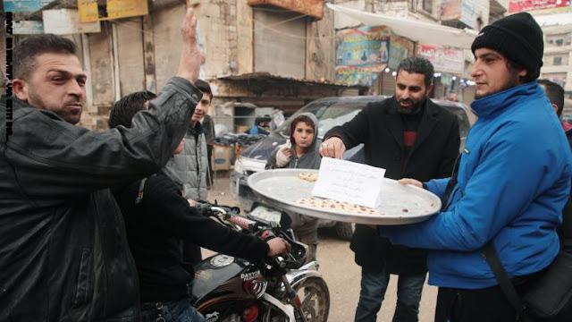 توزيع الحلوى في إدلب احتفالا بمقتل قائد فيلق القدس: طار طار سليماني