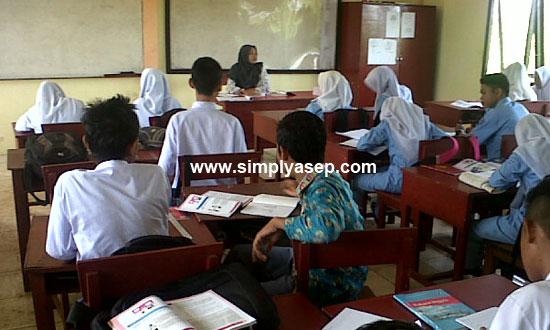 Ilustrasi Situasi Belajar mengajar di KElas