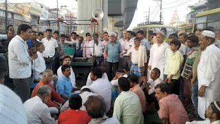 mahboob-alam-protest-for-shopkeepr