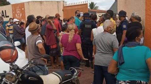 Filas da vacinação em Itapetinga provoca revolta na população
