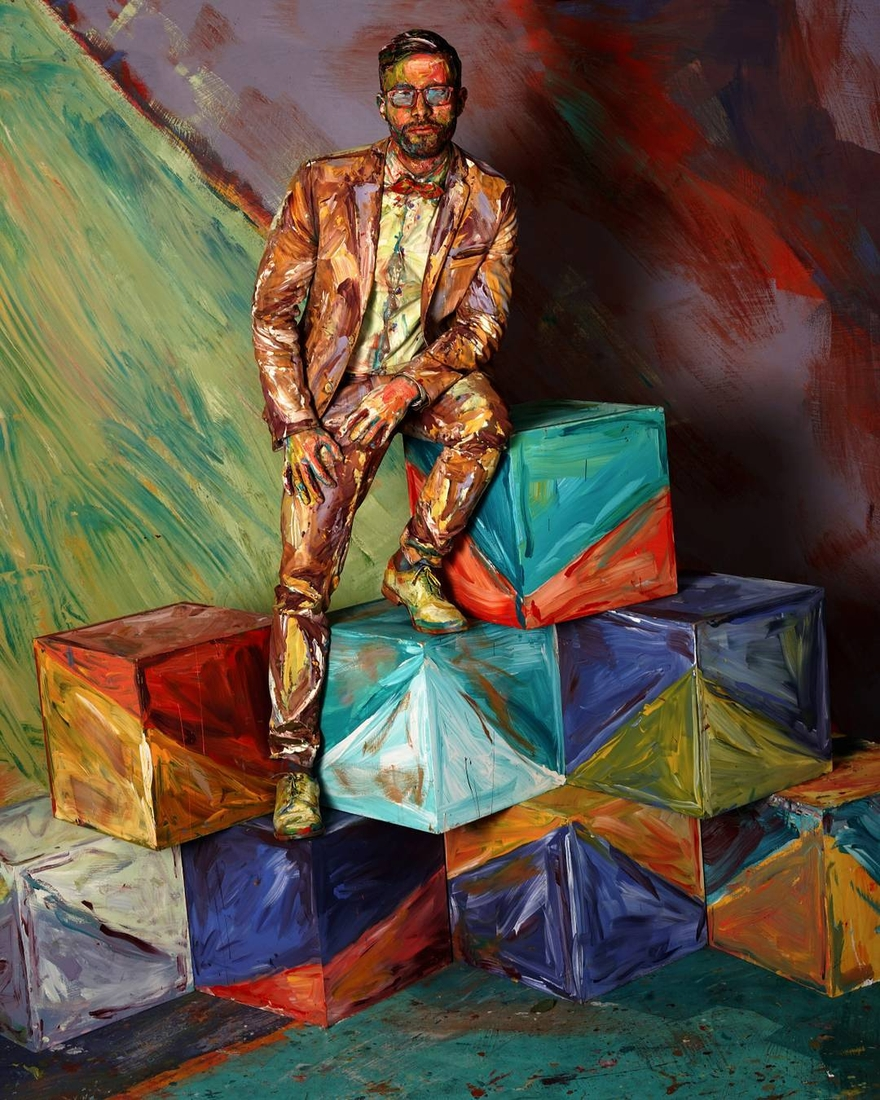 08-Box-Man-of-the-Mountain-Alexa-Meade-Body-Paint-made-to-look-like-a-Painting-on-Canvas-www-designstack-co
