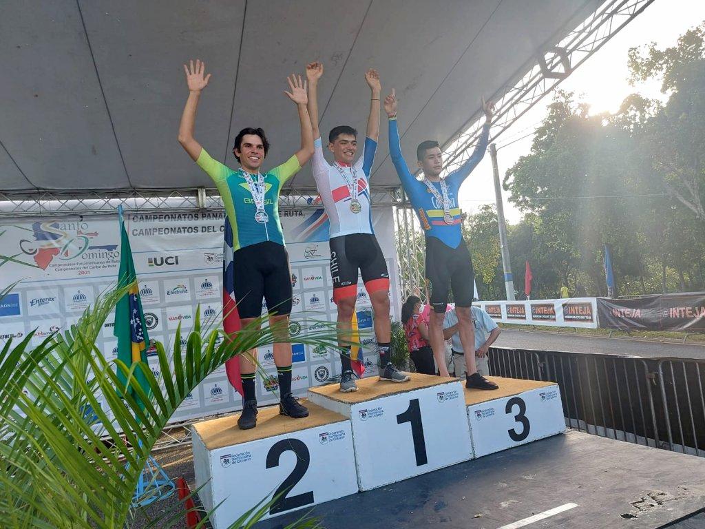 Ciclista brasileiro no pódio do Pan-Americano
