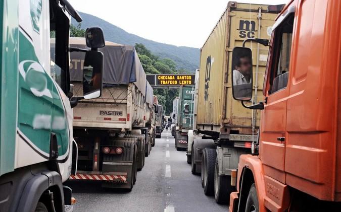 Caminhoneiros prometem bloquear o sistema Anchieta-Imigrantes em protesto contra os valores de pedágio