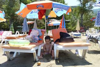 Joel jugando en la playa de Içmeler.
