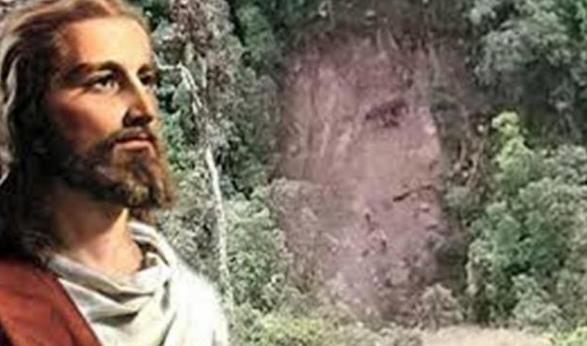 Putumayo, Kolombia, dikejutkan dengan penemuan baru berupa penampakan wajah Yesus di longsoran tanah| via: infospesial.net