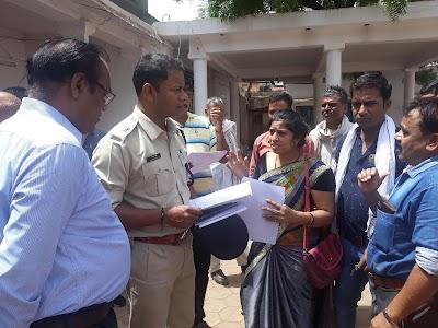 पति के हमलावरों पर एक माह तक कार्यवाही नहीं होने पर पुलिस अधीक्षक से लगाई न्याय की गुहार | Karera News