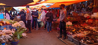 Personil Polsek Alla Tetap Melaksanakan Patroli Pasar Selama Bulan Suci Ramadhan