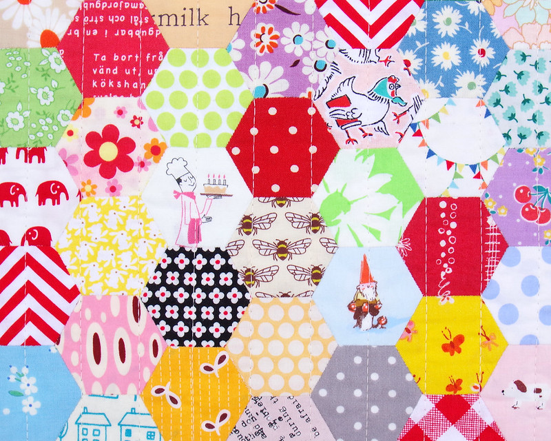 Scrappy Hexagon Quilt © Red Pepper Quilts 2019 | #englishpaperpiecing #hexagonquilt #patchworkquilt