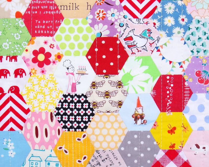 Scrappy Hexagon Quilt © Red Pepper Quilts 2019 | #englishpaperpiecing #hexagonquilt #patchworkquilt