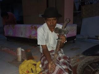 Pebisnis barang antik, Amaq Anggrat
