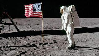 Benarkah manusia sudah landing di bulan?