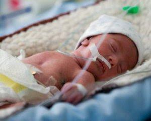"""""""Народилась з вагою 990 грамів"""" - батько недоношеної дівчинки просить про допомогу"""