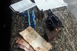 http://vnoticia.com.br/noticia/3465-pm-prende-jovem-na-praia-de-gargau-com-arma-e-droga