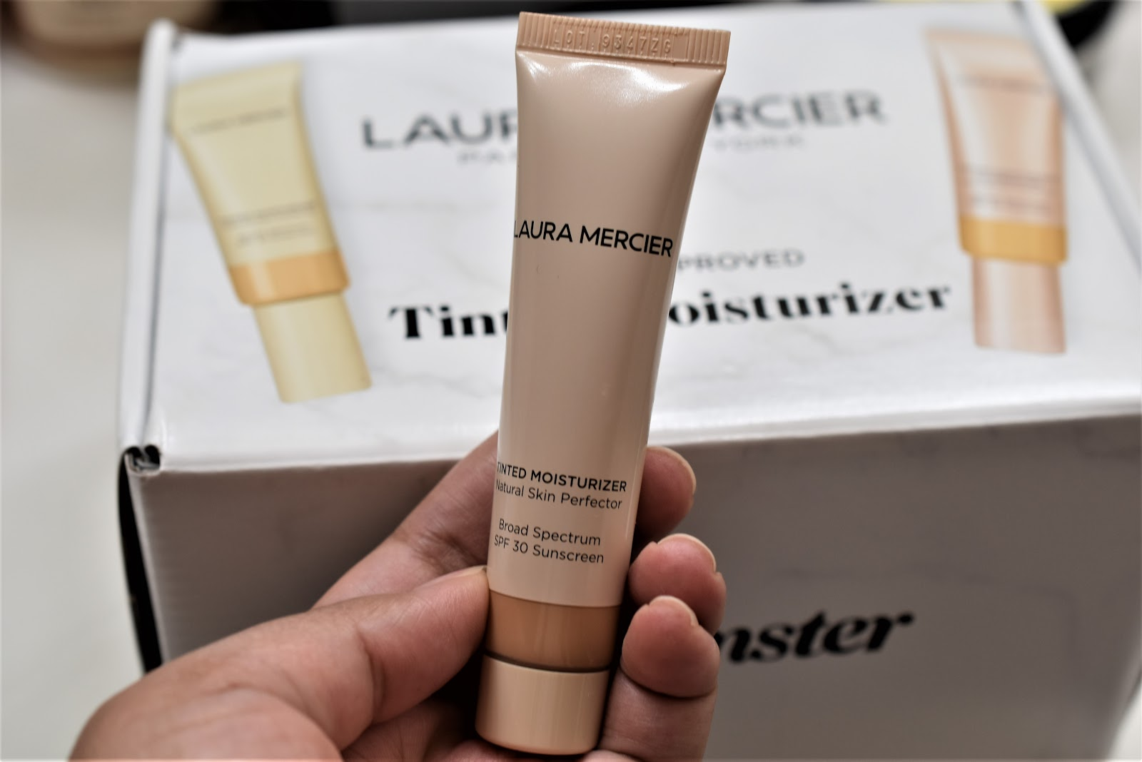 Laura Mercier Tinted Moisturizer Color- 3W1 Bisque