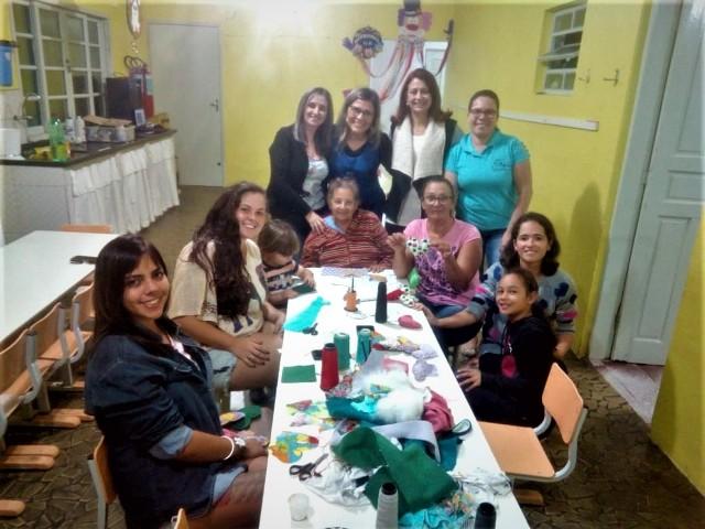 """Projeto """" O fazer artesanal em família"""" é sucesso na Creche Pimpolho"""