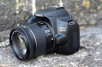 كاميرا Canon 250 D
