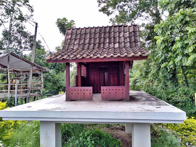 Replika rumah using