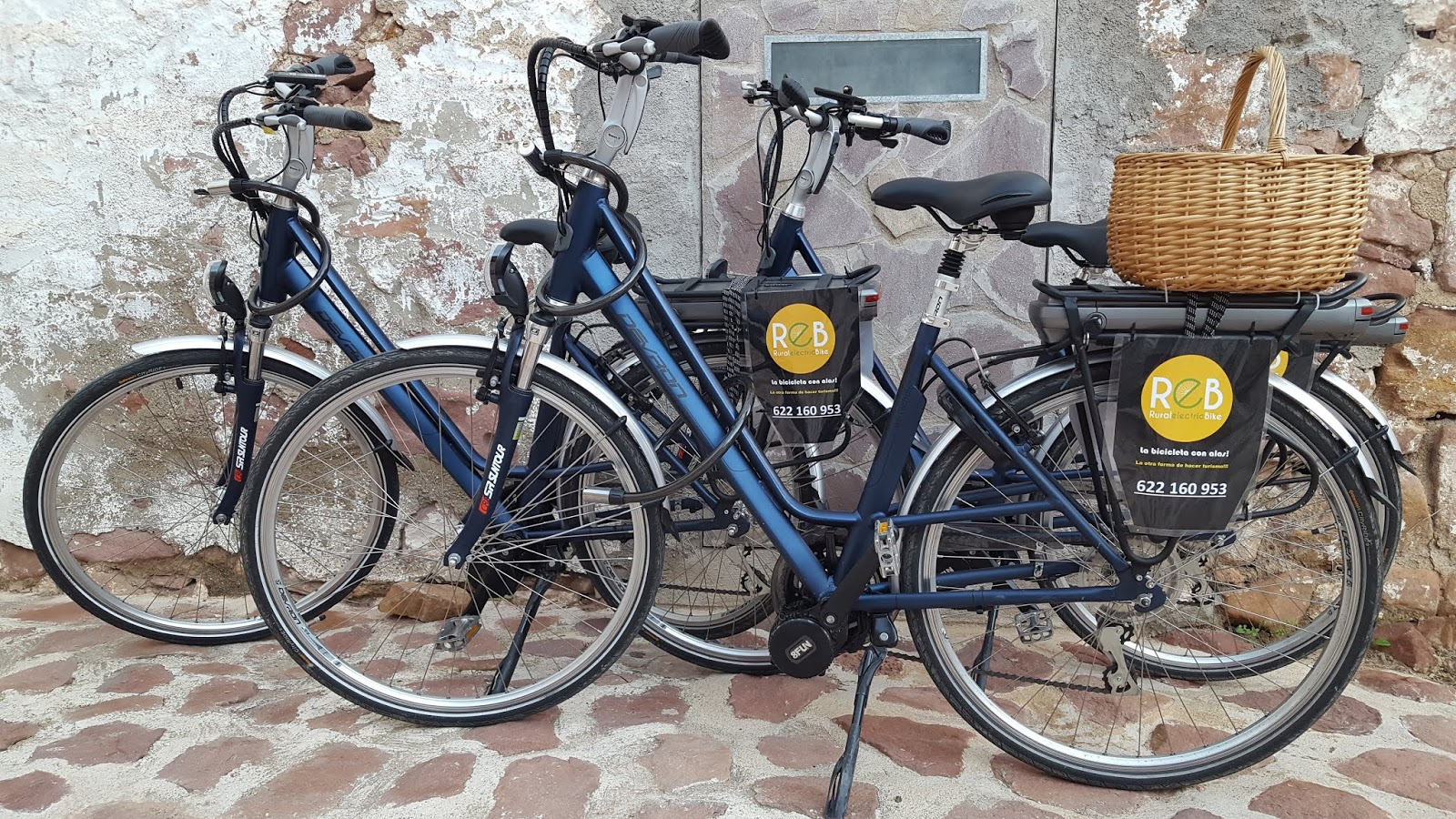 Hybrid e-bikes with bottom-bracket mounted motors