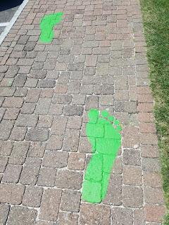 Follow the big green feet to Bermuda Fun Golf. Photo by Adam Lueb, May 2018