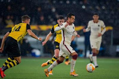 ملخص واهداف مباراة روما ويونج بويز (2-1) الدوري الاوروبي
