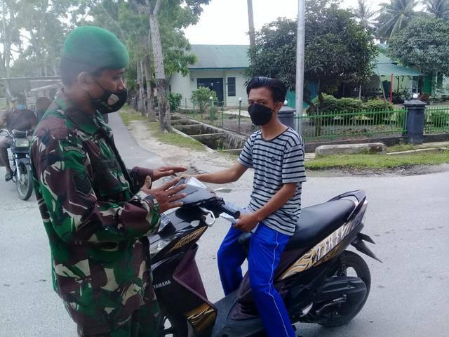 Aksi Personel Jajaran Kodim 0208/Asahan Berikan Masker Kepada Warga Binaan