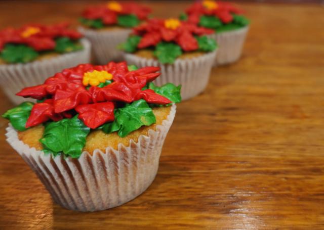 CUPCAKES decoración con buttercream de nochebuena  [flor de pascua]