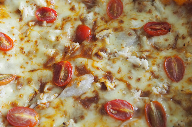 dominos chili crab pizza closeup
