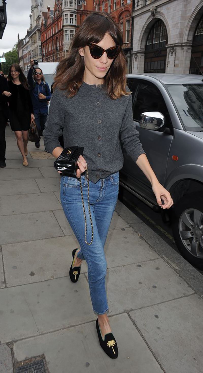 HOW-TO-WEAR-DENIM-WHITE-BLUE-SNEAKERS-BOOTIES-SILK-BLAZER-BOMBER-COAT-FLATS-ALEXA-CHUNG-STREETSTYLE
