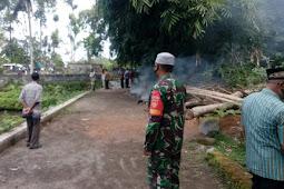 Babinsa Manisrenggo Pantau Pemakaman Jenazah Standart Covid-19.