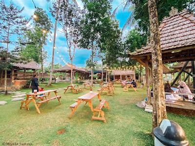 Garden area di Rummi Kopi Lan Tresna Kampoeng Banyumili di Tuntang