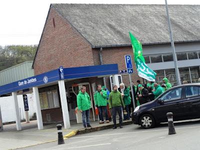 Manifestation à la gare de Jambes