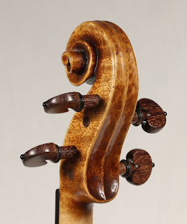 Copy of a Guarneri del Gesù Violin scroll by Nicolas Bonet Luthier - Volute d'un violon en copie de Guarneri del Gesù par Nicolas Bonet Luthier