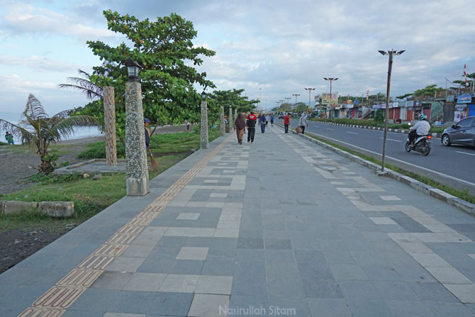 Jalur pejalan kaki yang luas