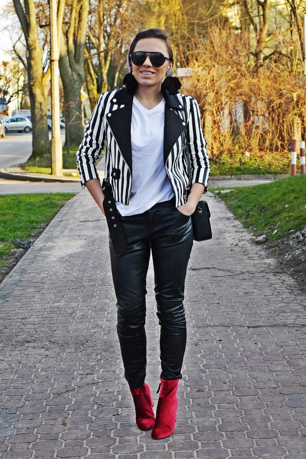 1_leather_pants_stripes_biker_jacket_red_velvet_white_tshirt_karyn_blog_modowy_111217