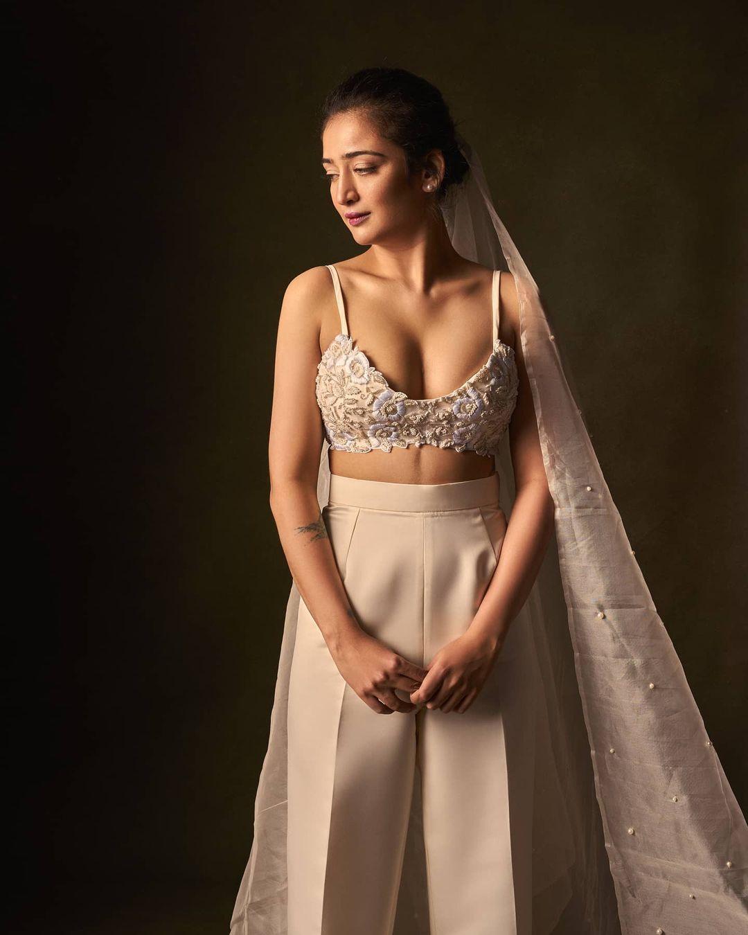 Actress Akshara Haasan Latest Hot Photos