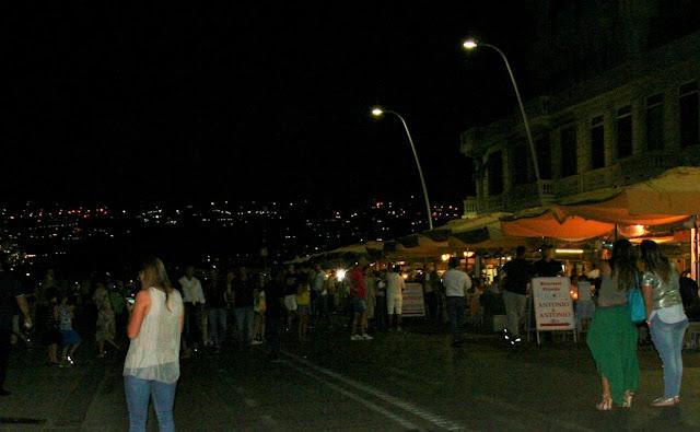 via Caracciolo, notte, luci, gente, ristoranti, vacanze, persone, estate