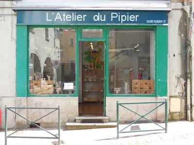http://www.pipegazette.com/2016/07/sebastien-beaud-tient-boutique.html
