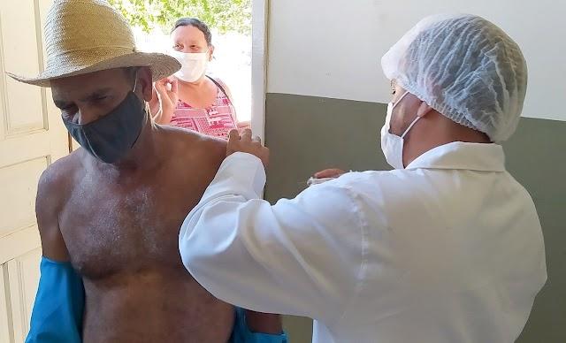 Continua em Divino a vacinação contra Covid-19