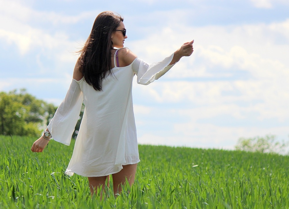 peexo-fashion-blogger-wearing-white-cold-shoulder-dress-festival-boho-lookbook