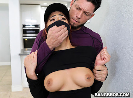 [BangBrosClips] Kira Perez (Devious Kira Gets Caught / 01.05.2021)