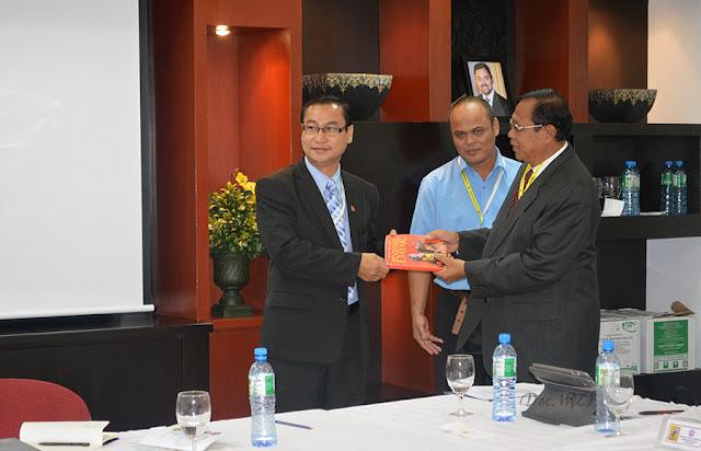 Wakil Mata Enggang Institute ke Brunei