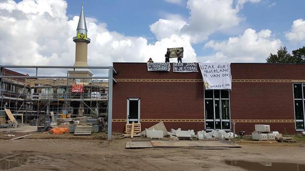 Masjid Bakal Ditutup Jika Imam Katakan Homoseksual adalah Kejahatan
