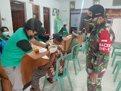 Babinsa Koramil Wonopringgo Pantau Pelaksanaan Vaksinasi  Kepada Lansia
