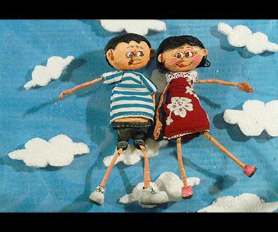 Film d'animation volume avec décor en carton recyclé et marionnettes en papier mâché. Scénographie en carton et autres matériaux de récupération. Eléments entièrement fait main par Laura Dambre  © CARTONS DUDULLE.