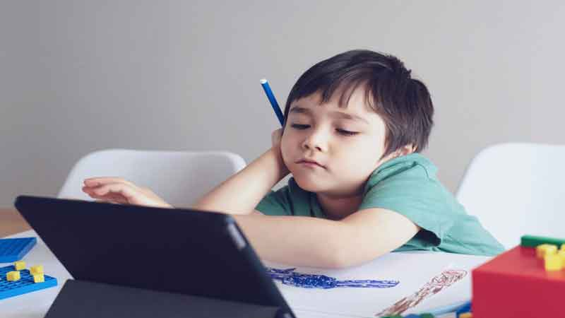 Anak Tidak Percaya Diri Karena Merasa Kurang Pintar? Ini 7 Jurus yang Wajib Anda Lakukan