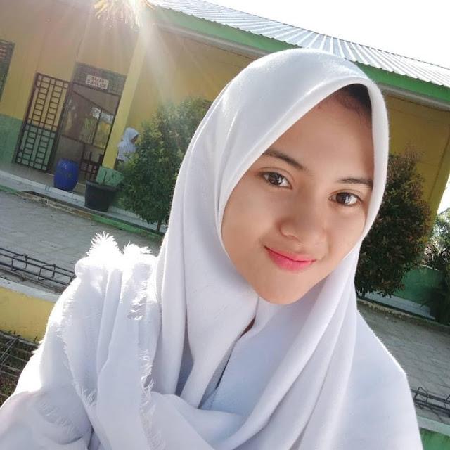 Cantik banget kaka wanita cantik like. Download 30 Foto Cewek Cewek Cantik Dan Lucu Berhijab Koleksi Wallpaper Hd