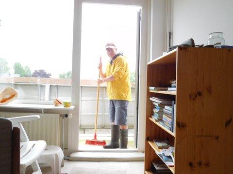 11science het regent vandaag eindelijk het balkon reinigen. Black Bedroom Furniture Sets. Home Design Ideas